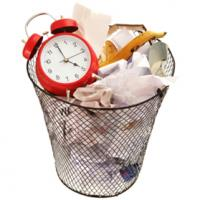 Time waster: Clock thrown out in garbage