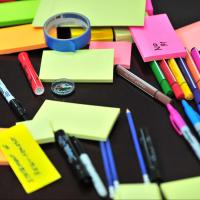 Many brightly colored sticky notes and markers on a table, photo by Frans Van Heerden