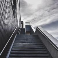 Outdoor staircase leading up, photo by Håkon Sataøen