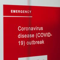 Computer screen showing emergency alert about the coronavirus